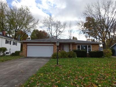 Olmsted Falls Single Family Home For Sale: 26571 Redwood Dr