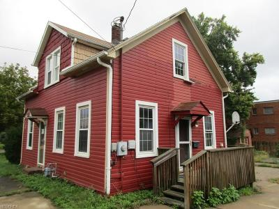 Medina Single Family Home For Sale: 240 North Huntington St