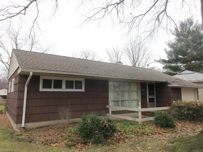 Parma Heights Single Family Home For Sale: 9268 Newkirk Dr
