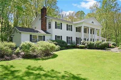 Geauga County Single Family Home For Sale: 14906 Hillbrook Cir