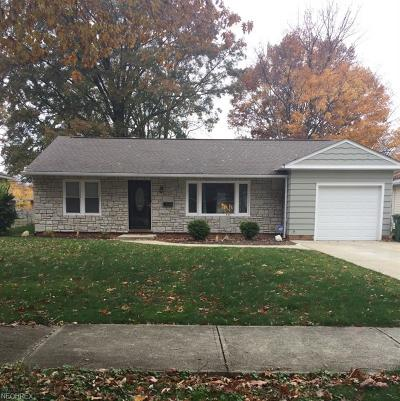 Parma Heights Single Family Home For Sale: 7048 Oakwood Rd