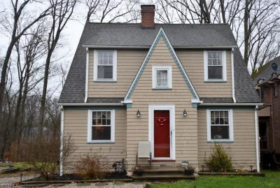Chagrin Falls Single Family Home Active Under Contract: 270 Chagrin Boulevard