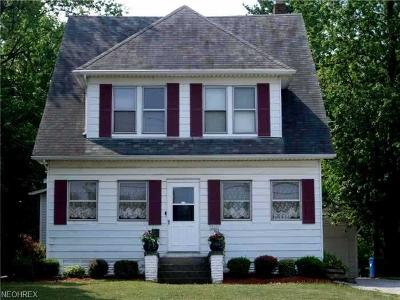 Wellington Single Family Home For Sale: 318 East Herrick Ave
