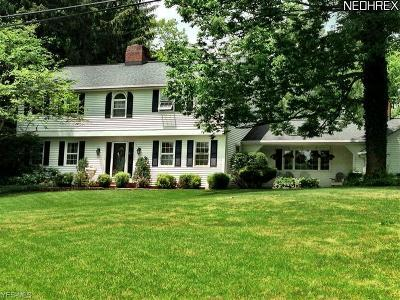 Geauga County Single Family Home For Sale: 14905 Hillbrook Cir
