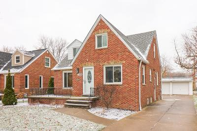 Parma Heights Single Family Home For Sale: 6876 Parma Park Blvd