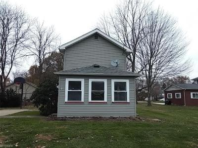 Newton Falls Single Family Home For Sale: 208 Maple St