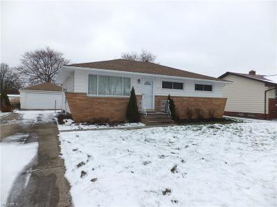 Parma Heights Single Family Home For Sale: 6883 Revere Rd
