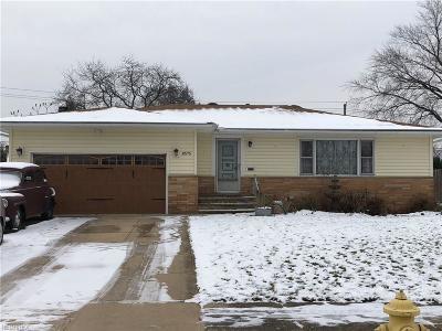 Parma Single Family Home For Sale: 8575 Royal Ridge Dr