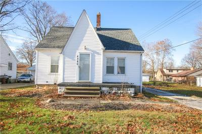 Lorain Single Family Home For Sale: 4380 Clifton Ave