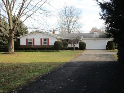 Elyria OH Single Family Home For Sale: $259,900