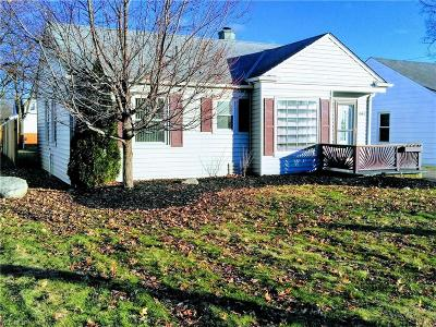 Mayfield Heights Single Family Home For Sale: 1663 Crestwood Rd