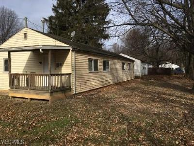 Newton Falls Multi Family Home For Sale: 901 Newton Dr