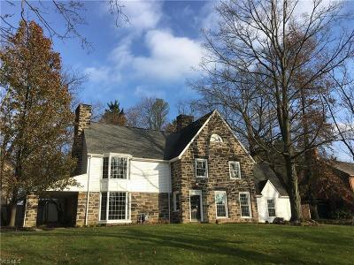 Youngstown Single Family Home For Sale: 4819 Oak Knoll Dr
