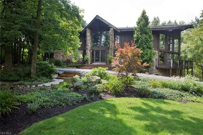 Geauga County Single Family Home For Sale: 7465 Hunters Hollow Trl