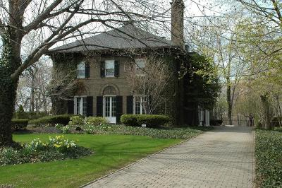 Cuyahoga County Single Family Home For Sale: 2005 Chestnut Hills Dr