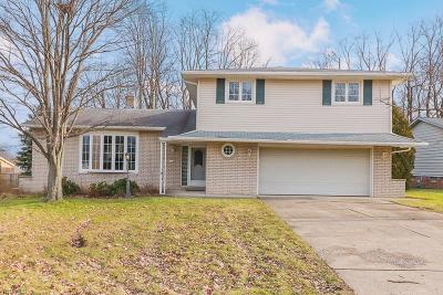 Middleburg Heights Single Family Home For Sale: 7681 Shelburne Dr