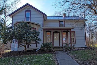 Geauga County Single Family Home For Sale: 14848 South Cheshire St