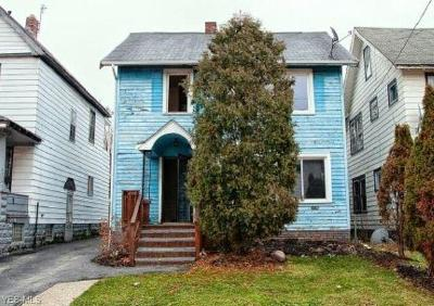 Cuyahoga County Multi Family Home For Sale: 3055 East 121st St