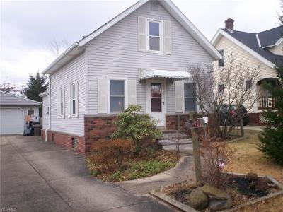 Parma Single Family Home For Sale: 3432 Dellwood Dr