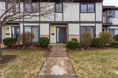 Middleburg Heights Condo/Townhouse For Sale: 16327 Heather Ln #E1
