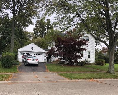 Elyria Single Family Home For Sale: 126 School St