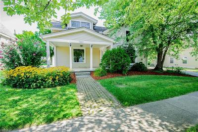 Geauga County Single Family Home For Sale: 13882 Kirtland St