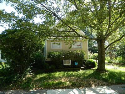 Lorain Single Family Home For Sale: 1447 Tait St