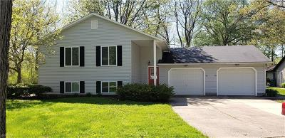 Madison Single Family Home For Sale: 38 Williamsburg Ct