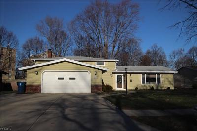 Parma Heights Single Family Home For Sale: 6881 Anthony Ln
