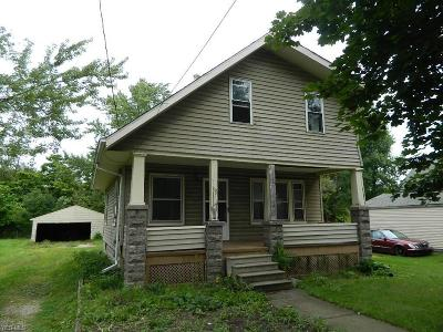 Elyria Single Family Home For Sale: 136 Bell Ave