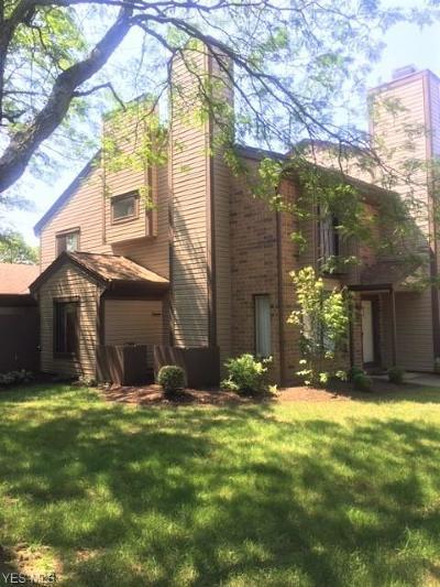 Canton Condo/Townhouse For Sale: 4533 Saint James Cir Northwest