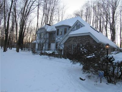 Youngstown Single Family Home For Sale: 3895 Saint Andrews