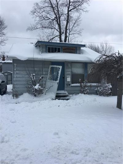 Mentor-On-The-Lake Single Family Home For Sale: 5693 Whitethorn Dr