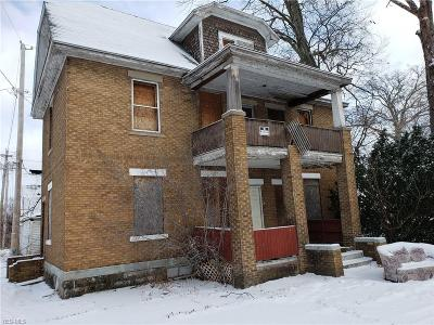 Lorain Multi Family Home For Sale: 2213 East 32nd St