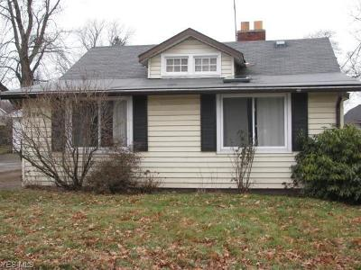 Willoughby Single Family Home For Sale: 994 Elmwood Dr