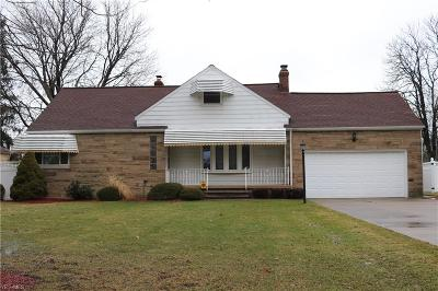 Middleburg Heights Single Family Home For Sale: 14120 Old Pleasant Valley Rd