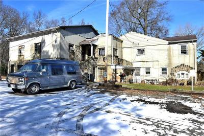 Leavittsburg Multi Family Home For Sale: 571 Homeview Avenue