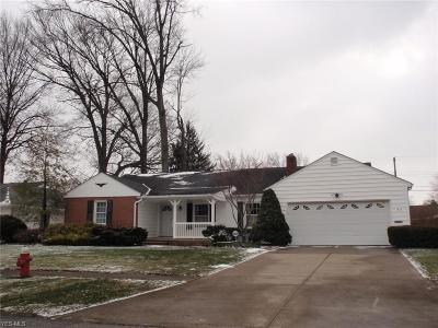 Lorain County Single Family Home For Sale: 215 Vassar Ave