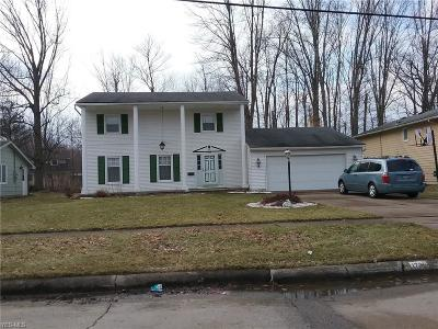 Lorain Single Family Home For Sale: 1735 Fairway Dr