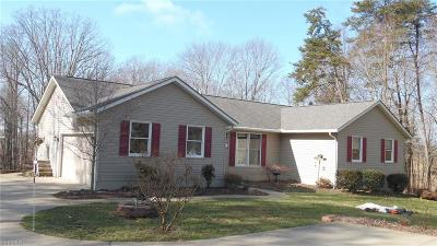 Little Hocking Single Family Home For Sale: 239 Cornes Rd