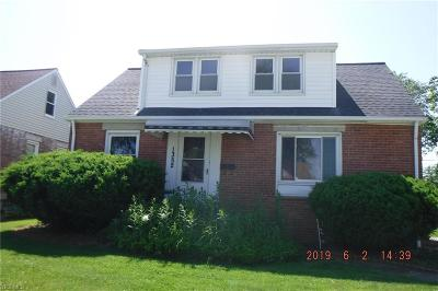 Mayfield Heights Single Family Home For Sale: 1352 Commonwealth Avenue