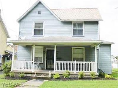 East Palestine Single Family Home For Sale: 400 East Main St