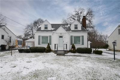 Poland Single Family Home For Sale: 56 Edgewater Dr