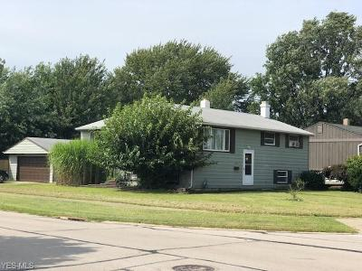 Brook Park Single Family Home For Sale: 6112 Gilmere Dr