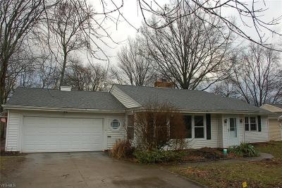 Lorain County Single Family Home For Sale: 23 Edgewood Dr