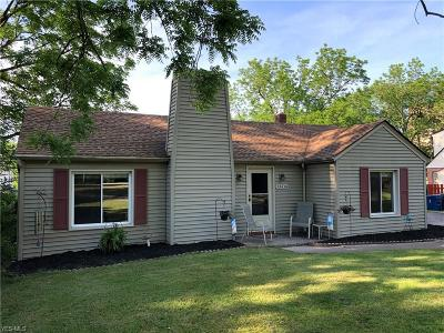 North Olmsted OH Single Family Home For Sale: $169,000