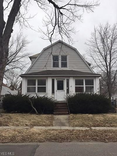 Cleveland Single Family Home For Sale: 15815 Corsica Ave
