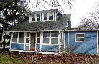 Brook Park Single Family Home For Sale: 6164 Engle Rd