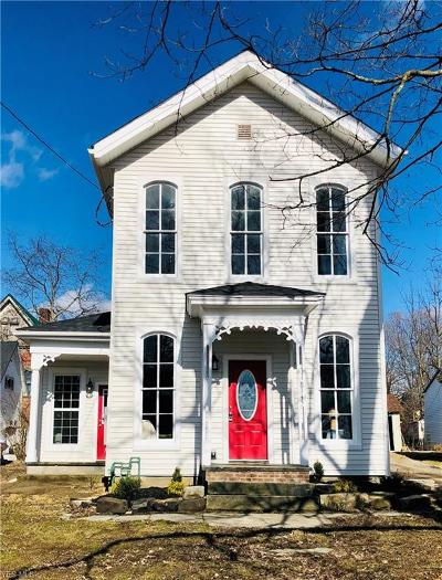 Garrettsville Single Family Home For Sale: 8145 Maple Ave