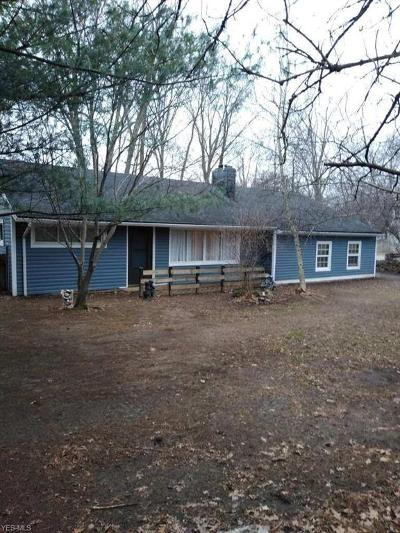 Middleburg Heights Single Family Home For Sale: 16935 Sheldon Rd